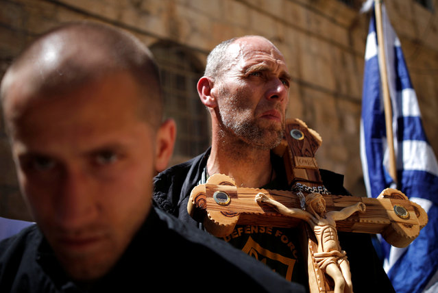 Orthodox Christian worshipers take part in a procession along the Via Dolorosa on Good Friday, during Holy Week in Jerusalem's Old City April 29, 2016. (Photo by Amir Cohen/Reuters)