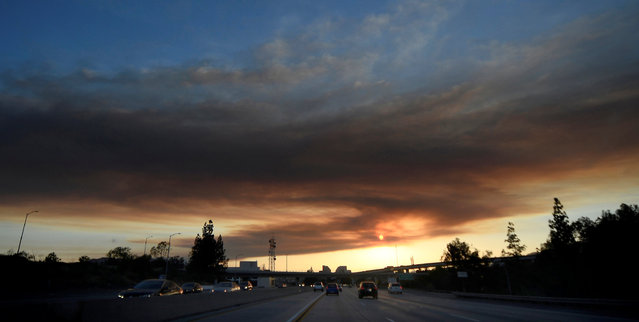 """As seen from the San Fernando Valley of Los Angeles, the sun set behind a smoke plume from the """"Old Fire"""", which burned in Calabasas, California, U.S., June 4, 2016. (Photo by Gene Blevins/Reuters)"""