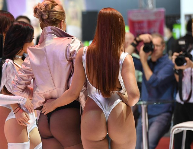 A group of scantily-clad women pose for photographs at the annual Venus erotic trade fair in Berlin, Germany on 12 October 2017. (Photo by Alamy Live News)