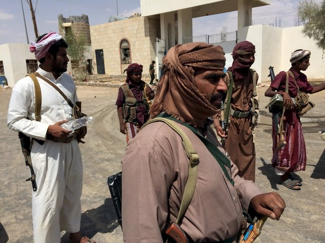 Tribesmen loyal to Yemen's government gather outside a local government building in Marib city in this September 17, 2015 file photo. As Gulf Arab troops push through Yemen's central desert into the mountains that lead to the capital held by the Houthis, their Iran-allied foe, winning the hearts and minds of the heavily armed tribes who rule in this area is essential. (Photo by Noah Browning/Reuters)