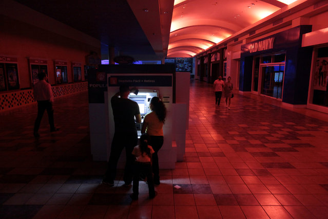 People use an ATM machine at a shopping mall during a power outage that affected several areas in the country, in San Juan, Puerto Rico, September 21, 2016. (Photo by Alvin Baez/Reuters)