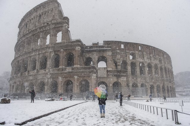A person walks in front of the Colosseum during a snow storm on February 26, 2018 in Rome, Italy.  Rome is seeing snow for the first time in six years while many other European cities also have freezing weather. (Photo by Antonio Masiello/Getty Images)
