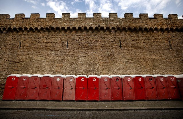 Chemical toilets are lined up in downtown Rome April 22, 2014. (Photo by Tony Gentile/Reuters)