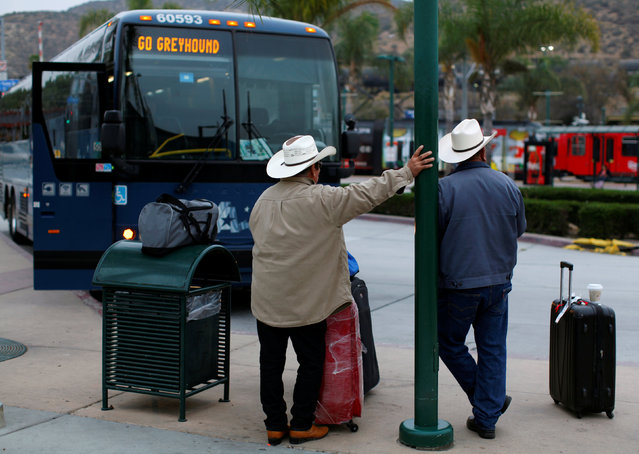 Recent arrivals from Mexico wait to board a greyhound bus in San Ysidro, California, United States, October 14, 2016. (Photo by Mike Blake/Reuters)