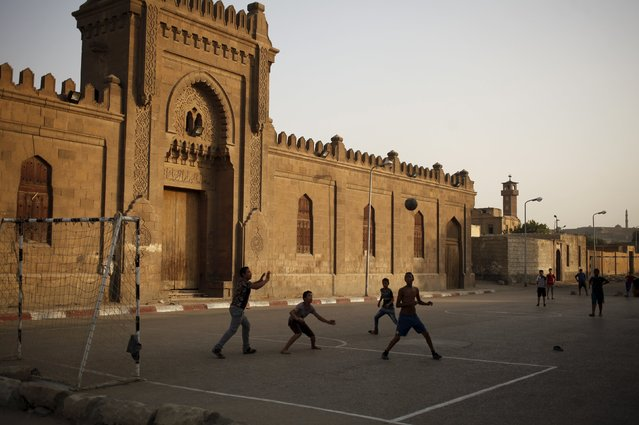 Children, who live in the Cairo Necropolis, play football next to ancient tombs in Cairo, Egypt, September 13, 2015. (Photo by Asmaa Waguih/Reuters)