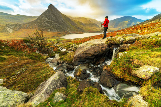 Cooler temperatures begin this week as a polar vortex brings much colder conditions with the chance of snow for Snowdonia, Ogwen Valley, North Wales on 22nd October 2018. The Ogwen Valley and Tryfan Mountain looking splendid in the Autumn sunrise. (Photo by DGDImages/Alamy Live News)