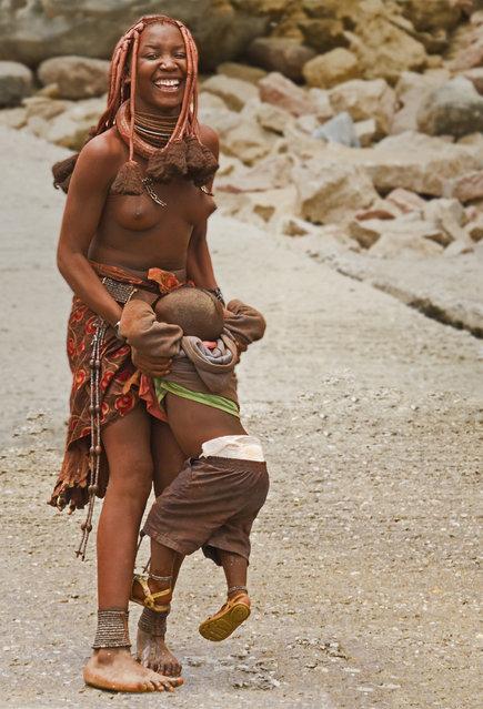 Himba Beauty Girl. Photo by Peter Warne
