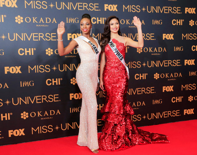 Miss Universe candidates Guyana Soyini Fraser of Guyana and Maxine Medinage of Philippines gesture for a picture during a red carpet inside a SMX convention in metro Manila, Philippines January 29, 2017. (Photo by Romeo Ranoco/Reuters)