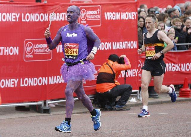 Athletics – Virgin Money London Marathon – London April 26, 2015: A fun runner during the Virgin Money London Marathon. (Photo by Suzanne Plunkett/Reuters)