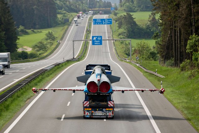 Damaged jet fighter of type Eurofighter is transported on the platform of a truck on German highway number nine near Plech, southern Germany, on May 28, 2015.  The jet fighter has been transported to a factory in Manching, southern Germany, after beeing damaged during a collision with a civil airplane in June 2014. (Photo by Daniel Karmann/AFP Photo)