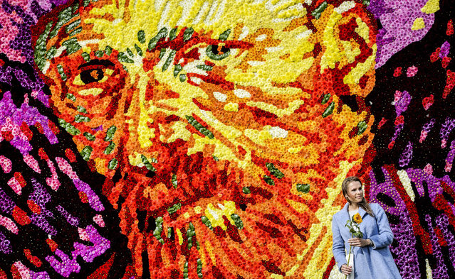 A tableau of flowers representing the face of famous Dutch painter Vincent van Gogh is revealed at Museumplein, Amsterdam, the Netherlands, 29 July 2015. Van Gogh died in Auvers-sur-Oise, France, 125 years ago. (Photo by Remko De Waal/EPA)