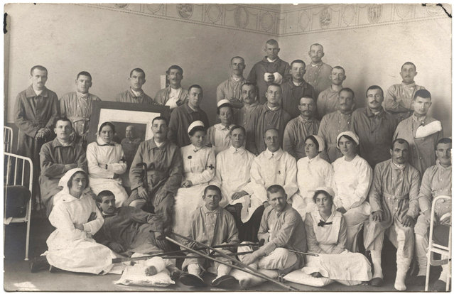 Staff and patients at the Vienna Red Cross Hospital. (Photo by Dr. P.A. Smithe/National World War I Museum, Kansas City, Mo.)