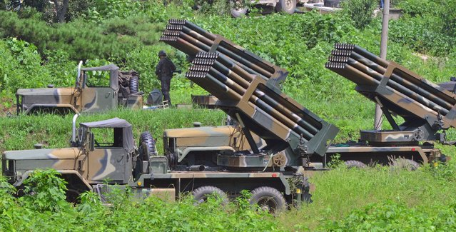 South Korean army's Multiple Launch Rocket System (MLRS) are deployed just south of the demilitarized zone separating the two Koreas in Yeoncheon, South Korea, August 23, 2015. (Photo by Shin Wong-su/Reuters/News1)