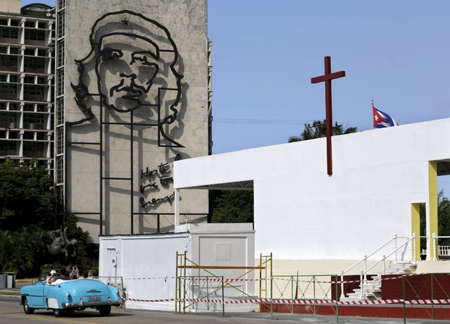 "A cross on the roof of a platform that will be used for the mass of Pope Francis, is seen near an image of the revolutionary hero Ernesto ""Che"" Guevara at the Revolution Square in Havana, Cuba, September 3, 2015. (Photo by Enrique de la Osa/Reuters)"