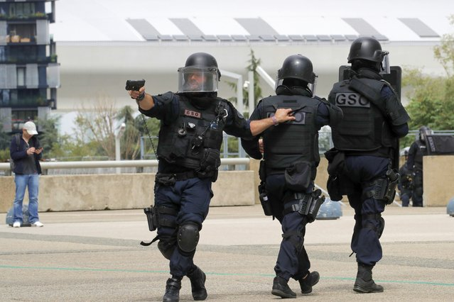 """French police officers patrol in the business district of La Defense Tuesday, June 30, 2020 outside Paris. A police operation was under way, the train stations stopped, and the shopping mall """"Les Quatre Temps"""" was being evacuated. (Photo by Christophe Ena/AP Photo)"""