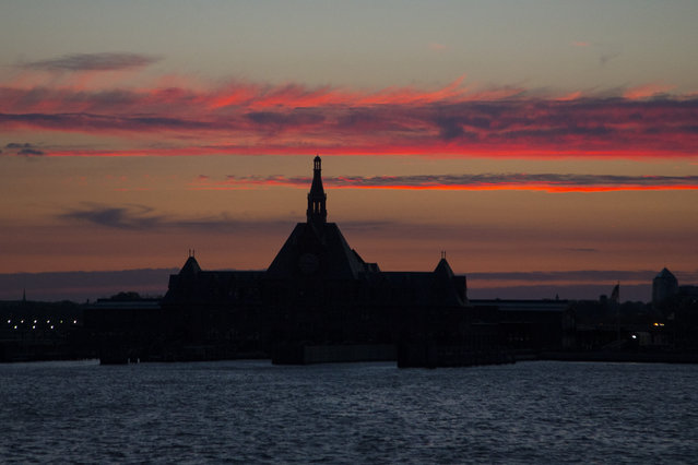 Sunset over the Hudson: beautiful sunset after a day filled with heavy rain. (Photo by Gordon Donovan/Yahoo News)