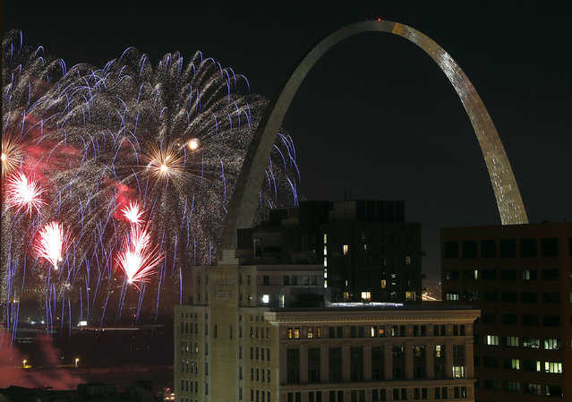 Fireworks illuminate the night sky near the Gateway Arch on Wednesday, July 4, 2018, in St. Louis. The fireworks are part of Fair Saint Louis, the annual Independence Day celebration in the city. (Photo by Jeff Roberson/AP Photo)