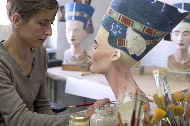 Sculpture painter Johanna Gassmann works on a replica of the Nefertiti bust, at the Replica Workshop of the National Museum of Berlin, in Berlin, Germany October 2, 2015. (Photo by Axel Schmidt/Reuters)
