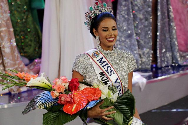 Miss Monagas Keysi Sayago smiles after winning the Miss Venezuela 2016 pageant in Caracas, Venezuela October 5, 2016. (Photo by Marco Bello/Reuters)