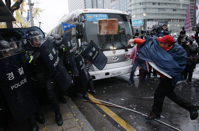 Protesters clash with police as they march towards Presidential house during a rally on November 14, 2015 in Seoul, South Korea. Tens of thousands of members of liberal civic groups including labor union workers and students across the nation gathered to protest against the introduction of new history textbook and other government policies. (Photo by Chung Sung-Jun/Getty Images)