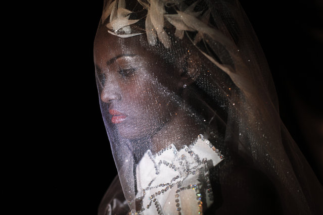 A model poses for a portrait backstage during Dakar Fashion Week July 10, 2011. (Photo by Finbarr O'Reilly/Reuters)