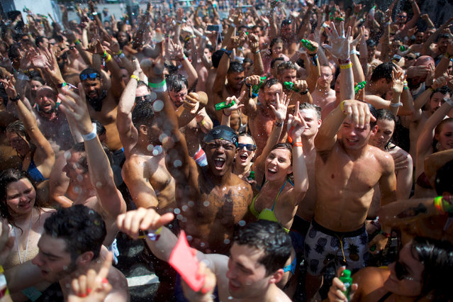 Revellers react while setting the Guinness World Record for the most people taking a simultaneous shower during the second day of the Firefly Music Festival in Dover, Delaware June 15, 2018. (Photo by Mark Makela/Reuters)