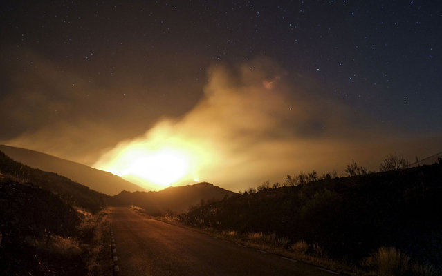 Smoke billows from a wildfire in Tortuero, near the central Spanish city Guadalajara on August 1, 2013. Firefighters brought under control a major forest blaze in central Spain on Friday but the country remained on high alert for fires in the sweltering summer heat, authorities said. (Photo by Pedro Armestre/AFP Photo)