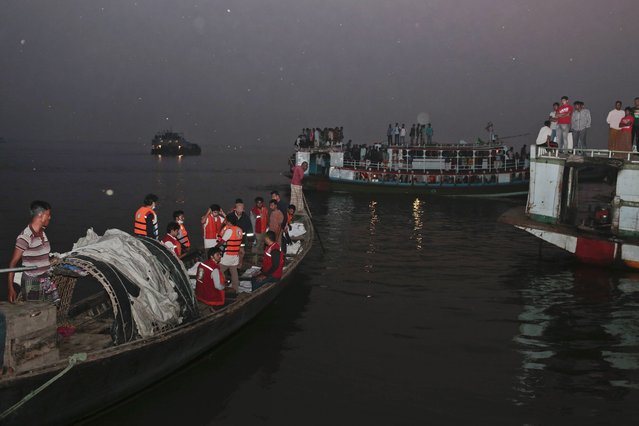 Bangladeshi rescue workers bring dead bodies of victims in a boat after a river ferry carrying about 100 passengers capsized Sunday after being hit by a cargo vessel,in Manikganj district, about 40 kilometers (25 miles) northwest of Dhaka, Bangladesh, Sunday, February 22, 2015. (Photo by A. M. Ahad/AP Photo)
