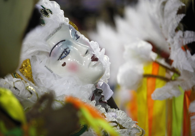 A reveller of the Imperatriz samba school performs during the carnival parade at the Sambadrome in Rio de Janeiro, February 9, 2016. (Photo by Claudia Daut/Reuters)
