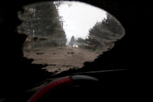 A vehicle travels along a road at Pucon city, which was hit by ashes from Calbuco volcano, April 23, 2015. An ash cloud from volcano Calbuco in southern Chile that erupted unexpectedly on Wednesday was blowing into Chile and Argentina on Thursday, forcing the cancellation of flights from nearby towns in both countries. (Photo by Cristobal Saavedra/Reuters)