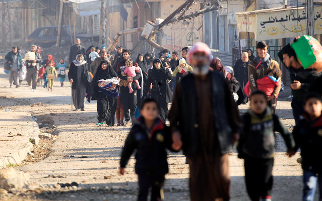 Displaced Iraqis flee their homes in Al Mansour district, as Iraqi forces battle with Islamic State militants, in western Mosul, Iraq March 6, 2017. (Photo by Zohra Bensemra/Reuters)