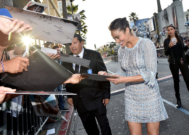 "Actress Paula Patton signs autographs for fans during the premiere of Universal Pictures' ""Warcraft"" at TCL Chinese Theatre IMAX on June 6, 2016 in Hollywood, California. (Photo by Mike Windle/Getty Images)"