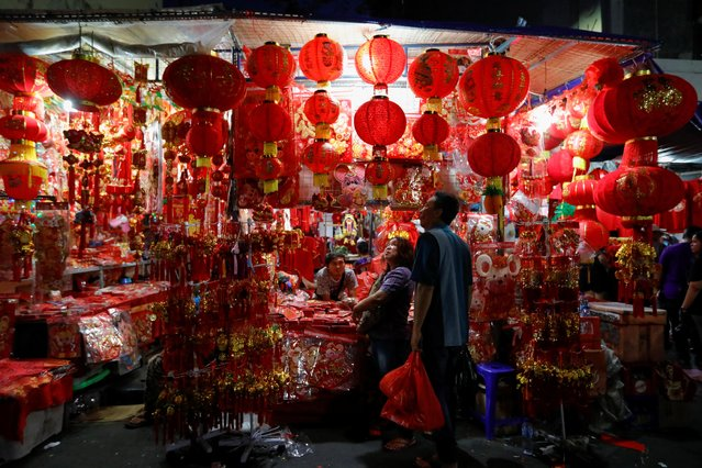People shop for merchandises at a street market ahead of the Lunar New Year in Jakarta, Indonesia, January 18, 2020. (Photo by Willy Kurniawan/Reuters)