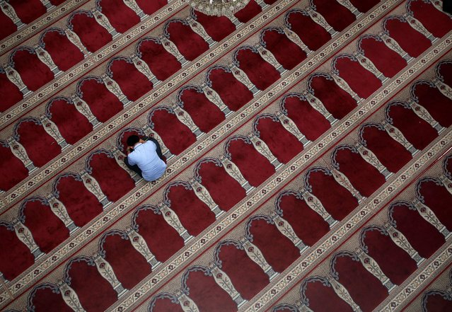 A Muslim man sits inside a mosque during the holy fasting month of Ramadan in Jakarta, Indonesia June 30, 2016. (Photo by Darren Whiteside/Reuters)