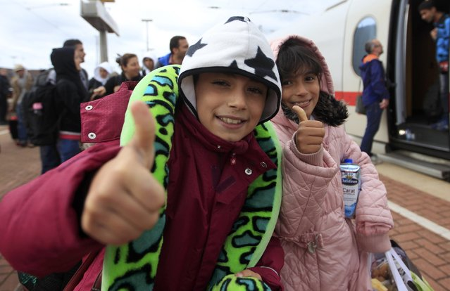 Migrant children from Syria give thumbs-up as they arrive at the main railway station in Dortmund, Germany September 6, 2015. (Photo by Ina Fassbender/Reuters)