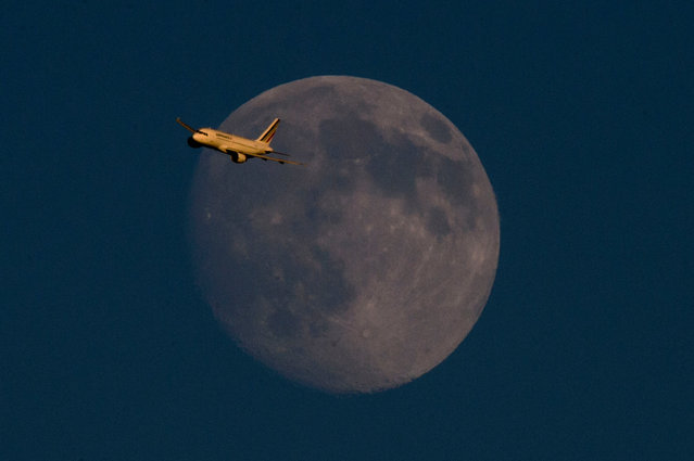 Air France flight 1180 from Paris to London Heathrow passes the moon on July 17, 2016. (Photo by Anthony Devlin/PA Wire)