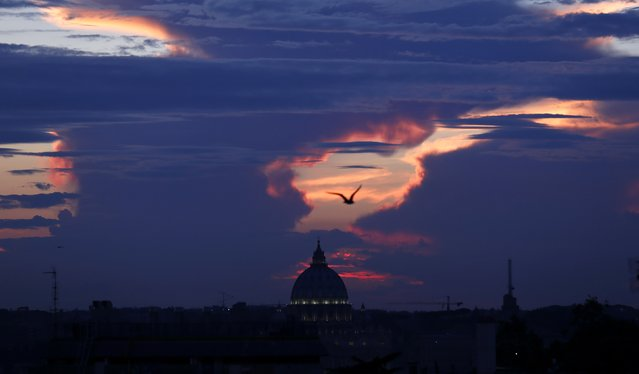 Saint Peter's square is silhouetted during a sunset in Rome September 25, 2014. (Photo by Tony Gentile/Reuters)