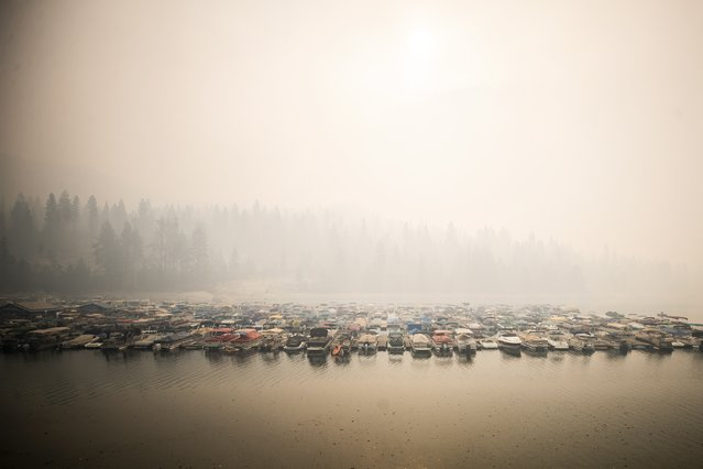 The smoke from the Creek Fire covers Shaver Lake in the Sierra National Forest, California, USA, 07 September 2020. According to reports, the Creek Fire has burnt over 73 thousand acres of forest. (Photo by Etienne Laurent/EPA/EFE)