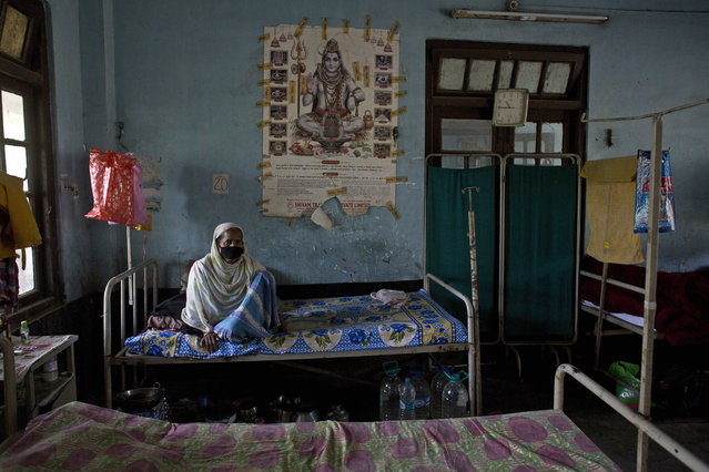 An Indian tuberculosis patient rests on a bed at a TB hospital on World Tuberculosis Day in Gauhati, India, Saturday, March 24, 2018. Earlier this month Indian Prime Minister Narendra Modi launched a campaign to fast-track the India's response to tuberculosis, which is now the world's leading infectious killer. (Photo by Anupam Nath/AP Photo)