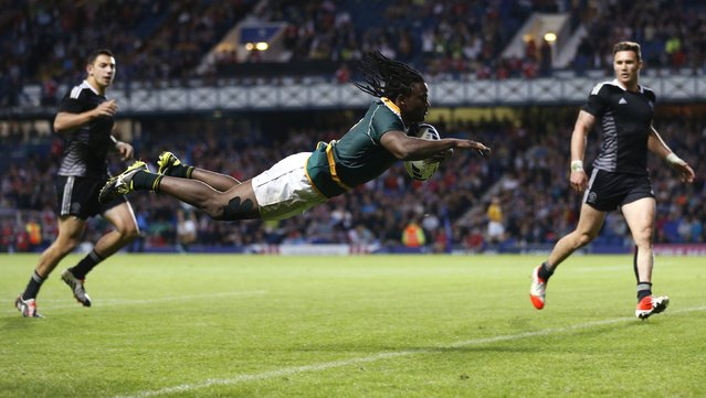 Seabelo Senatla of South Africa dives to score a try against New Zealand during the gold medal match of the Rugby Sevens at the 2014 Commonwealth Games in Glasgow, Scotland, in this July 27, 2014 file photo. (Photo by Russell Cheyne/Reuters)