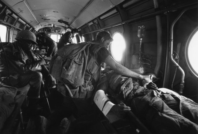 American casualties are evacuated by air-ambulance during the Vietnam war, 1968. (Photo by Terry Fincher/Daily Express/Hulton Archive/Getty Images)