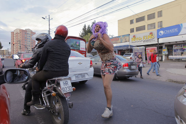 "Revelers dress as ""crazy widows"" and pretend to ask for money to pay off debts in the past year, during traditional New Year's celebrations in Quito December 31, 2014. (Photo by Guillermo Granja/Reuters)"