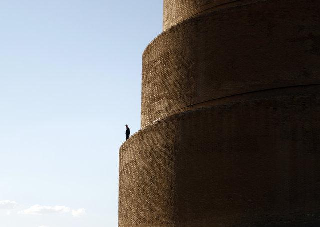 A man visits the al-Malwiya minaret at the Al-Mutawakkil Mosque in Samarra, Iraq, Friday, March 19, 2021. (Photo by Hadi Mizban/AP Photo)