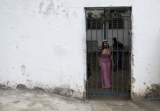 Miss Talavera Bruce 2017 Mayana Rosa Alves waits to participate in the 13th annual beauty contest at the Talavera Bruce penitentiary in Rio de Janeiro, Brazil, Tuesday, December 4, 2018. Jail authorities say they organize the contests to encourage self-esteem, fight idleness and promote integration among women prisoners. (Photo by Silvia Izquierdo/AP Photo)