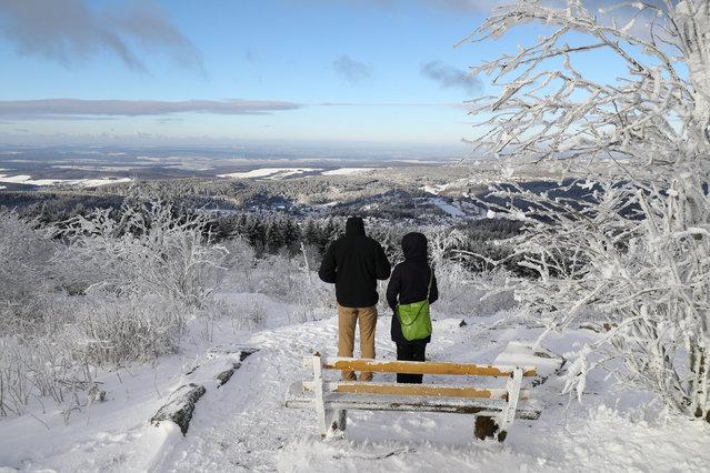 People enjoy a sunny day on top of the snow covered Feldberg mountain near Frankfurt, Germany, January 5, 2017. (Photo by Kai Pfaffenbach/Reuters)