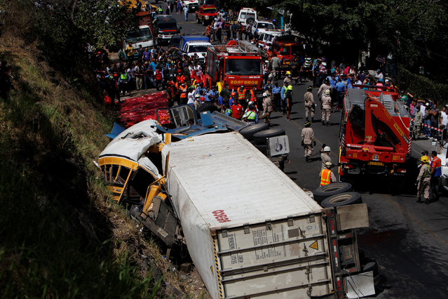A general view after a crash between a bus and a truck on the outskirts of Tegucigalpa, Honduras, February 5, 2017. (Photo by Jorge Cabrera/Reuters)