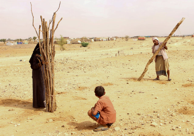 People are seen outside a makeshift hut after they have fled fighting in Abs of the northwestern province of Hajja, Yemen on March 29, 2019. (Photo by Eissa Alragehi/Reuters)