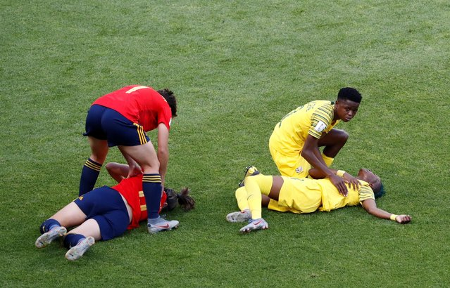 South Africa's Thembi Kgatlana and Spain's Vicky Losada react after sustaining injuries during the 2019 FIFA Women's World Cup France group B match between Spain and South Africa at Stade Oceane on June 08, 2019 in Le Havre, France. (Photo by Bernadett Szabo/Reuters)