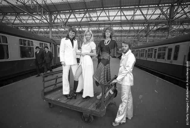 1974: Swedish pop stars (from right), Benny Andersson, Anni-Frid Lyngstad, Agnetha Faltskog and Bjorn Ulvaeus of the Swedish pop group ABBA posing at Waterloo railway station