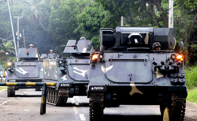 Tanks arrive at a military camp in Iligan city to reinforce Government troops who are battling Muslim militants who laid siege in Marawi city for over a week now Wednesday, May 31, 2017 in southern Philippines. Fighting continues for the second week now between Government troops and Muslim militants with casualties on both side and civilians. (Photo by Bullit Marquez/AP Photo)